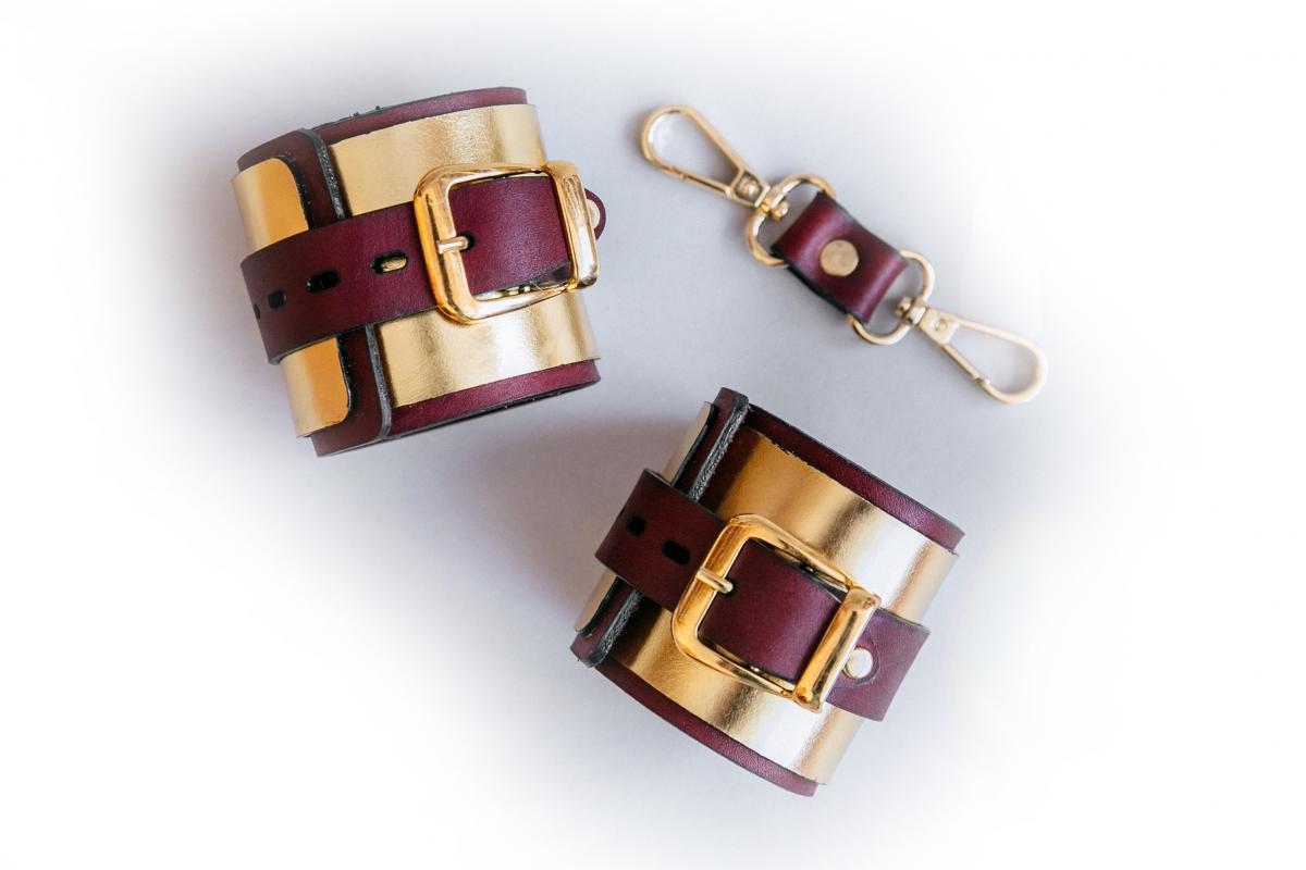 Золотистые кожаные наручники ручной работы - фото4